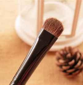 眼影刷和唇刷的區別 它們可以互相使用嗎