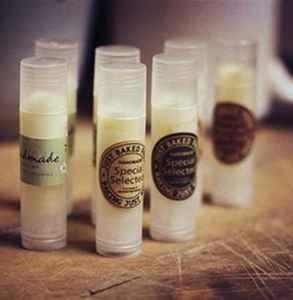 怎么自制唇膏不用蜂蠟 唇膏的妙用你知道嗎