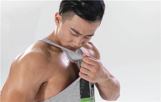 【美天棋牌】止汗露和止汗膏哪个好 止汗除味小能手上线