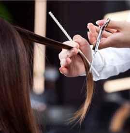 理发时头发粘在衣服上怎么办 剪完头发多久可以染发