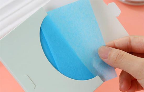 用面部吸油纸的好处和坏处分别是什么?