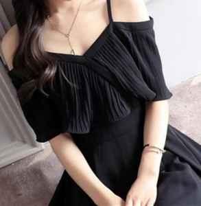 吊带裙肩带下滑小窍门 夏季吊带裙如何搭配更加显瘦