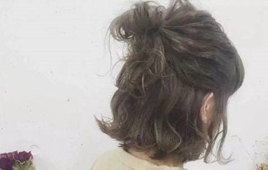 【美天棋牌】剪了短发显老补救措施 短发怎么扎丸子头
