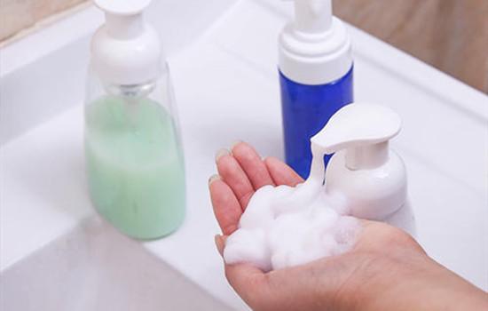 【美天棋牌】怎么用沐浴露和洗发露做起泡胶 消泡的过程更解压