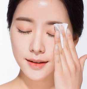 嫁接睫毛胶水弄到衣服上怎么去除 嫁接睫毛如何卸掉