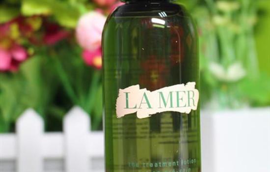 lamer精粹水卡扣怎么开 lamer精粹水怎么用