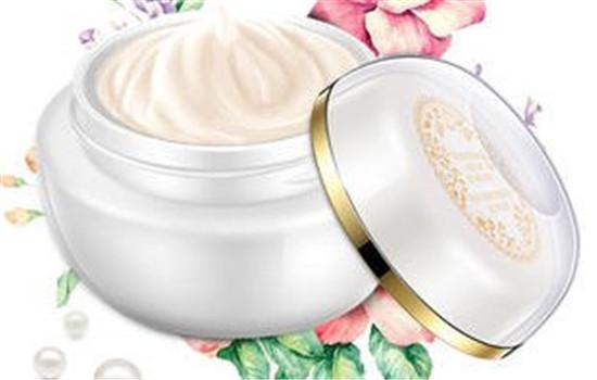 【美天棋牌】梵蜜琳贵妇膏是面霜还是素颜霜 贵妇膏使用后用气垫吗
