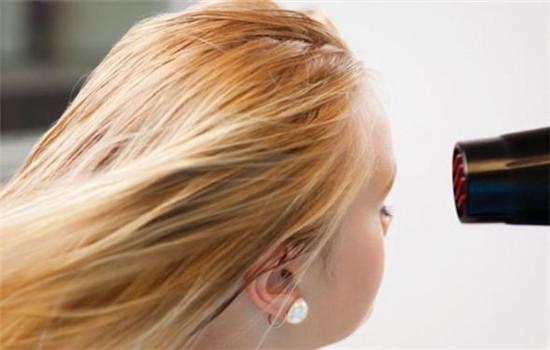 用风扇吹头发有问题吗?