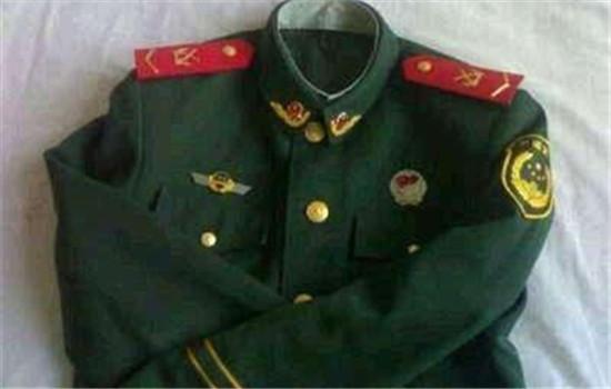 【美天棋牌】制式服装是指什么 军人为什么穿绿色制服