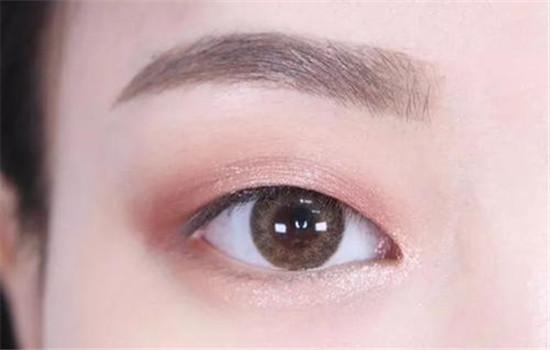 肿泡眼眼影怎么画,肿泡自然的假色低一点插图8