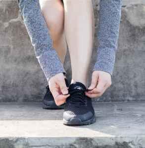 怎样系鞋带不容易开不漏出来的那种 这样系更美观