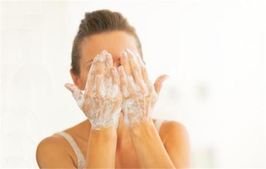 一天洗几次脸 最简单的护肤知识但很多人都做错了