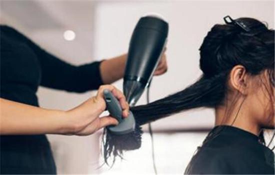 【美天棋牌】头发打薄影响留长发吗 怎么让头发长的更快