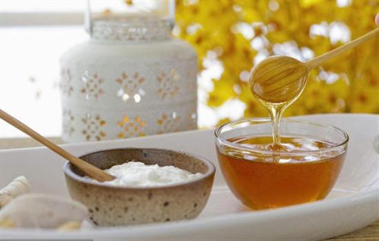 【美天棋牌】牛奶加蜂蜜做面膜的功效 牛奶蜂蜜面膜做法