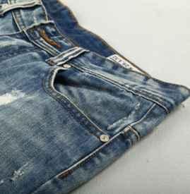 牛仔裤裤头太大怎么办 牛仔裤怎么洗不掉色
