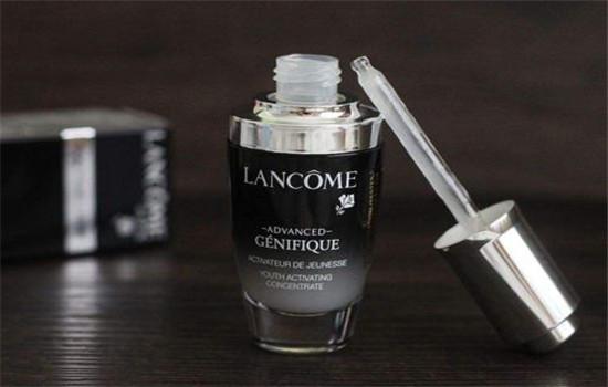 【美天棋牌】兰蔻小黑瓶正确使用顺序 兰蔻小黑瓶过期了还能用吗
