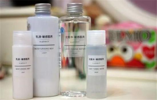 【美天棋牌】护肤品先用水还是乳 不同时间护肤步骤