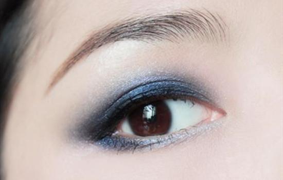 眼妆怎么画显眼睛大图片