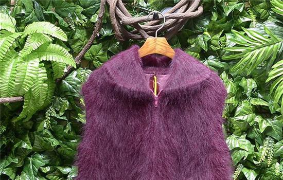 【美天棋牌】兔绒是什么面料 兔毛衣服平时如何保养