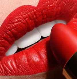 为什么一涂口红就起皮 涂口红需要注意什么
