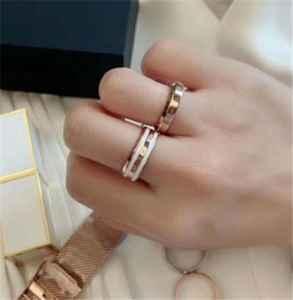 dw戒指什么材质 结婚戒指怎么戴正确