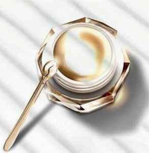 眼霜打开多久不能用了 使用眼霜的步骤是怎样的