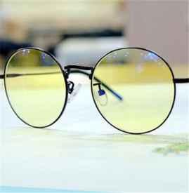 绿光膜跟蓝光膜有什么区别 配眼镜应该注意一些什么