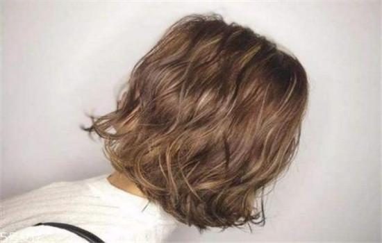 【美天棋牌】男生摩根烫可以剪成短发吗 摩根烫发型好看吗