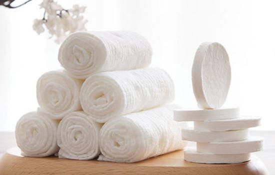 【美天棋牌】洗脸巾需要弄湿吗 洗脸巾可以当卸妆棉用吗