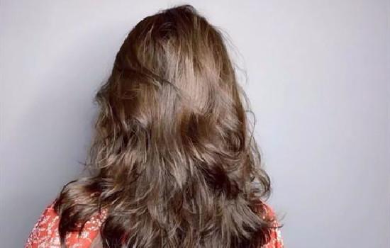 【美天棋牌】理发店可以单独烫刘海吗 理发店的洗发水为什么这么便宜