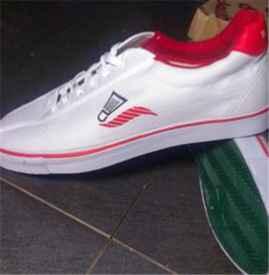 乒乓球鞋和羽毛球鞋的区别 白球鞋上的霉点怎么洗
