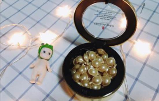 【美天棋牌】雅顿金胶为什么会长痘痘 油皮用它小心痘痘风险