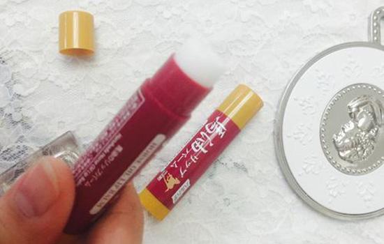 润唇膏和口红哪个先涂 涂口红前的3种打底