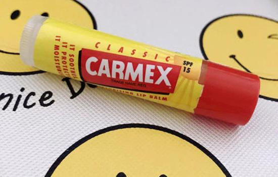 润唇膏和唇釉有什么区别 质地和作用大不同