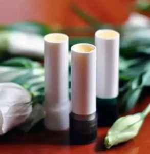 潤唇膏和變色唇膏的區別 變色唇膏為什么會變色