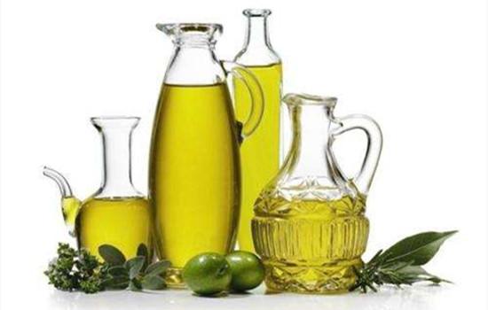 橄榄油可以当做身体乳抹吗 橄榄油当身体乳的缺点