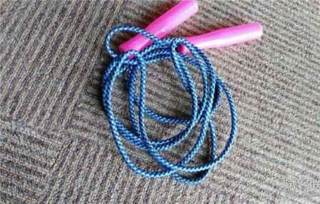 跳绳减肥法一个月能瘦多少 跳绳最容易瘦哪里(图1)