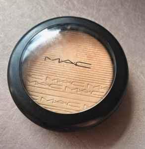高光为什么显得毛孔粗 高光粉底液如何使用