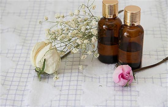 玫瑰精油怎么美白 玫瑰精油正确使用方法