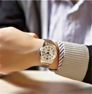 手表有雾气最快处理方法 钢链手表怎么清洗