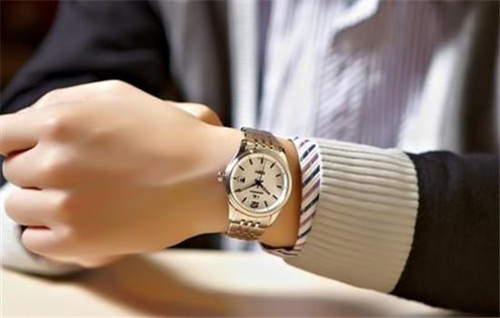 手表有雾气最快处理方法 钢链手表怎么清