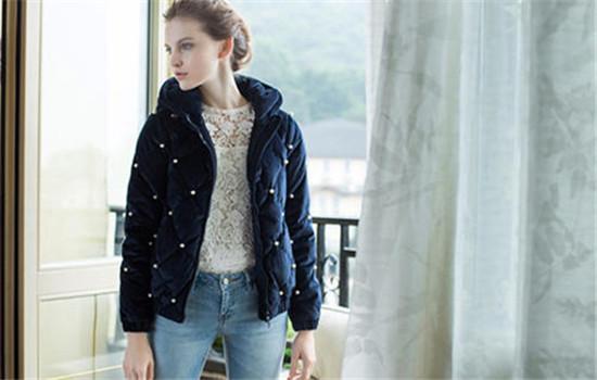 女士藏青色短款外套怎么搭 藏青色大衣内搭什么颜色好