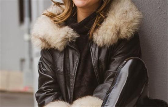 羊毛大衣容易皱的原因 冬天怎么穿羽绒服显瘦
