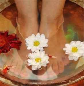 泡脚水太烫的危害 泡脚最适合的温度是多少
