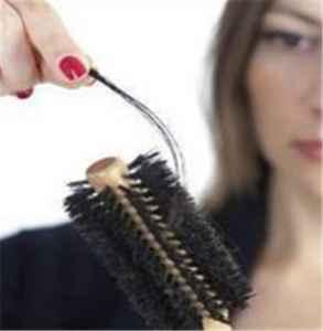 熬夜掉头发会长回来吗 早上洗头容易掉头发吗