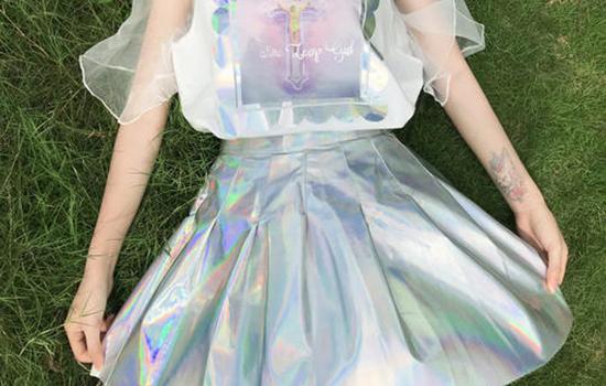 镭射服是什么料子 镭射面料的时尚影响力