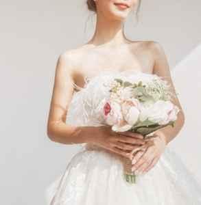 穿婚紗里面下身穿什么 要看季節和婚紗款式