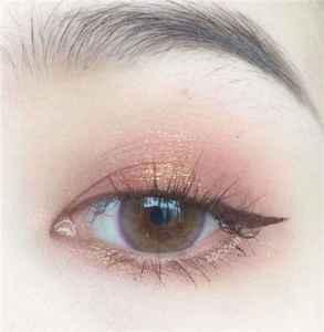 美瞳第一次使用前需要注意什么 佩戴美瞳的正确方法