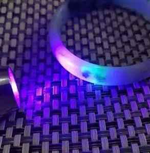 如何用紫光鑒定翡翠的真假 熒光反應真能鑒別翡翠真假嗎