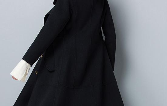 黑色纯羊毛大衣粘毛吗 大衣粘毛是料子不好吗